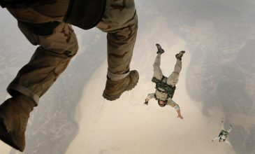 skydiving-jump-falling-parachuting-38523-1